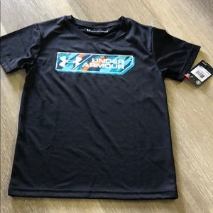 NWT Youth Under Armour Dry Fit T Size 6